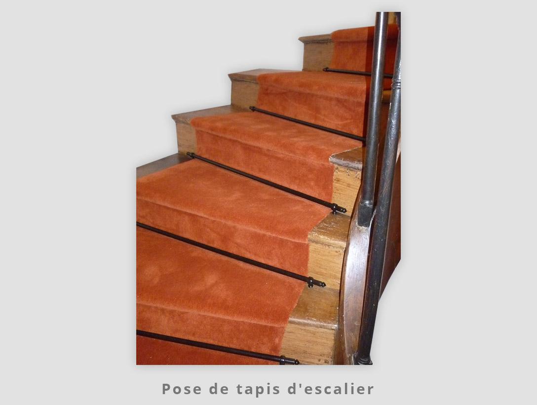 Pose de tapis d'escalier